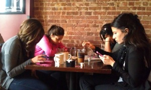 39153_01_smartphone_use_in_the_restaurant_causing_disruptions_and_headaches_full